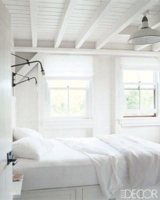 like white on rice.Guest Room, Bedrooms White, Beach House, Elle Decor, White Lights, White Bedrooms, Meg Ryan, Pottery Barn, Beachhouse