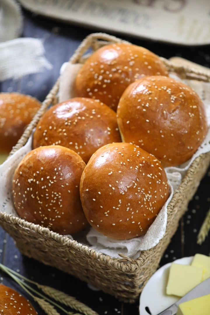 This buttery brioche bun recipe is so fluffy and perfect for any burger or sandw…