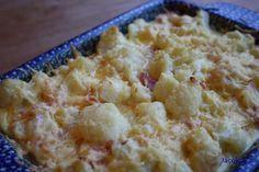 Bloemkoolquiche 1 bloemkool peper en zout 4 eieren 200 ml slagroom of Crème Fraîche 1 ons ham (vleeswaren) in reepjes  75 gram geraspte kaas snuf nootmuskaat