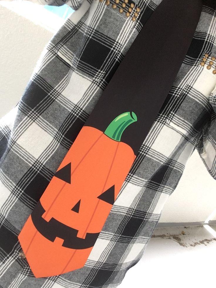 10/31はハロウィン☆  かぼちゃの顔がドドーンと大胆にプリントされて迫力あるネクタイ☺!