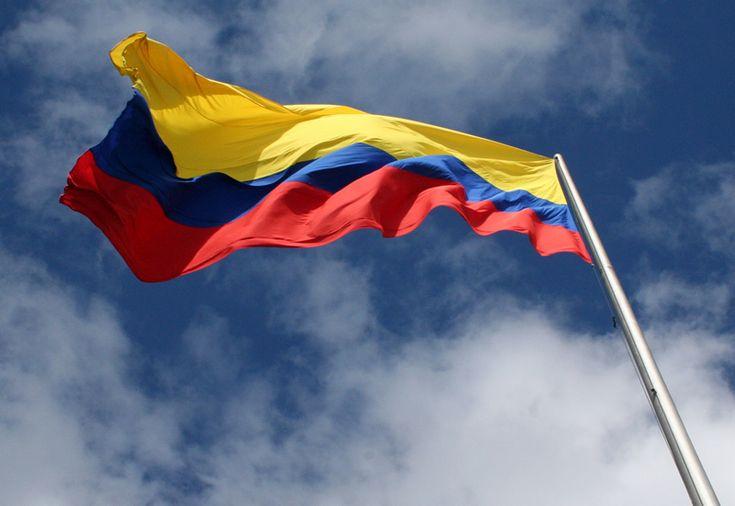 UCatólicos apoyemos a la Selección Colombia, hoy contra Perú.