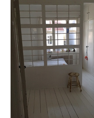 Love this idea with the old window as a room divider // From www.genbyg.dk