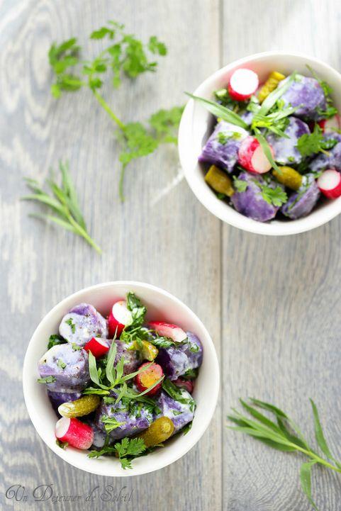 Salade de pommes de terre vitelottes sauce aux herbes et lait fermenté