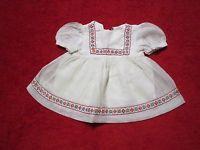 Schöne alte Puppenkleidung-  Reizendes Kleid aus Batist