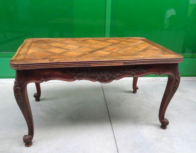 Tavolo provenzale allungabile a 250 cm in noce/ciliegio lato 138 cm scolpito++