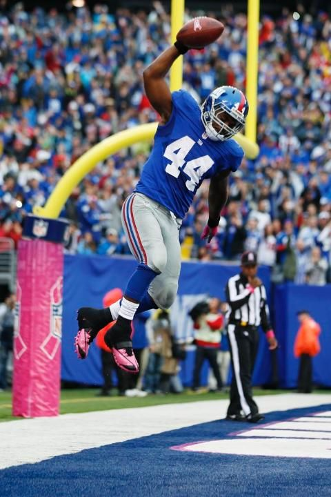 New York Giants RB Ahmad Bradshaw celebrates after scoring a touchdown during the first half.