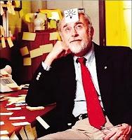 Bagaimana cara membuat catatan yang mudah ditempel, mudah dilihat, dan mudah pula dilepas? Arthur Fry punya caranya. Idenya didapat dari temannya yang memanfaatkan lem gagal (tidak lengket) sebagai bahan penempel kertas untuk menandai halaman di kitabnya. Arthur lalu mengembangkannya menjadi produk yang belakangan dikenal sebagai Post-it.    Post-it, ide kecil itu, kemudian menjadi produk andalan 3M (perusahaan yang mempekerjakan Arthur) dan menjadi bisnis besar. Kini, dunia mengenalnya…