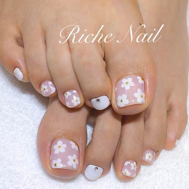 White Daisy Toe Nail Design