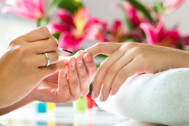 Accredited Manicure & Shellac Course