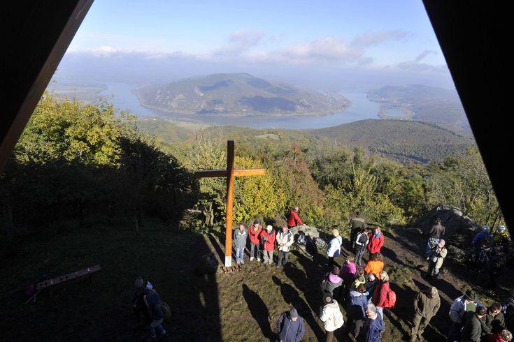 Felavatták a Visegrádi-hegység egyik legmagasabb pontján található prédikálószéki kilátót. A 639 méteren álló, 12 méteres kilátót a Pilisi Parkerdő Zrt. építtette.