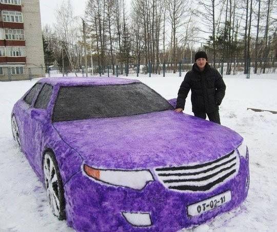 બરફમાંથી બનાવેલી એક કાર !!
