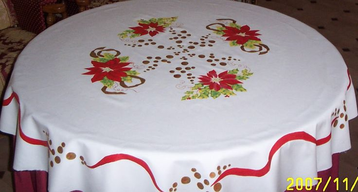 Este mantel de Navidad se lo pinté a mi cuñada ROSI,en la foto pone la fecha, en el 2.007.Yo tengo pintado otro que lo pinté cuando empecé...