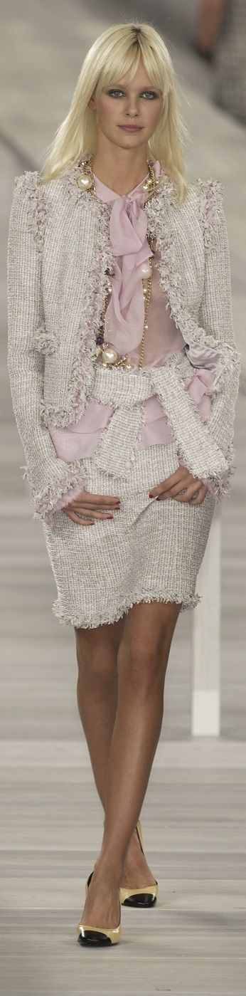 Chanel Couture is definitely out of this world. More inspirations at Luxxu Blog
