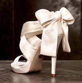 Μοντέρνα Σταχτοπούτα: Οι Τάσεις στα Νυφικά Παπούτσια για το 2017 gamosorganosi.gr