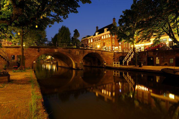 'De Oudegracht met de Smeebrug in Utrecht'