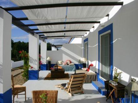"""Portugal,Alentejo(ongeveer  55 km ten zuiden van Lissabon). Deze """"boutique"""" Quinta met appartmenten is sfeervol en modern ingericht. Lounge met bar en dolfijnen en flamingo's spotten in de buurt.   (Casas do Sal Alcácer do Sal)"""