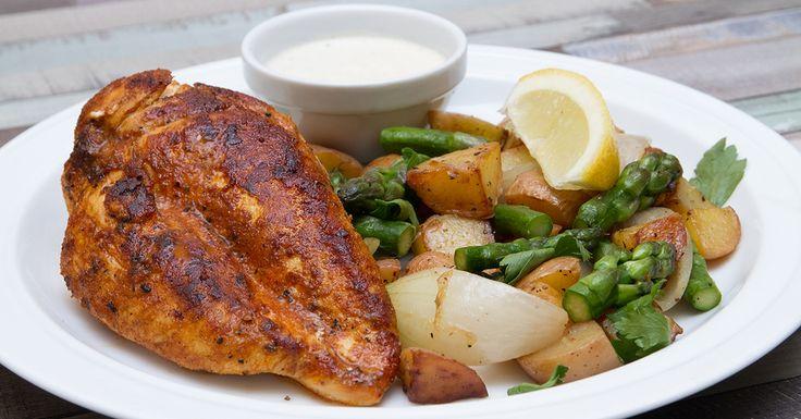 Fűszeres csirke steak spárgás újkrumplival - Friss tavaszi köret spárgából és újkrumpliból. Ezt kínáljuk a csirke steak mellé, amit egy citromos fokhagymás mártással teszünk még vonzóbbá.