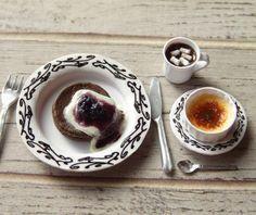 チョコパンケーキに、生クリーム、ブラックベリーとソースを添えました。 さらにドリンクはホットチョコート・オン・ザ・マシュマロという超~甘々コーディネート。 私は、イケル👍←れぶ #ミニチュア#miniature#パンケーキ#pancake#チョコレート#chocolate#クレームブリュレ#Crèmebrûlée#creambrulee#ホットチョコート#hotchocolate#ハンドメイド#handmade#フェイクフード#fakefood#ドールハウス#dollhouse