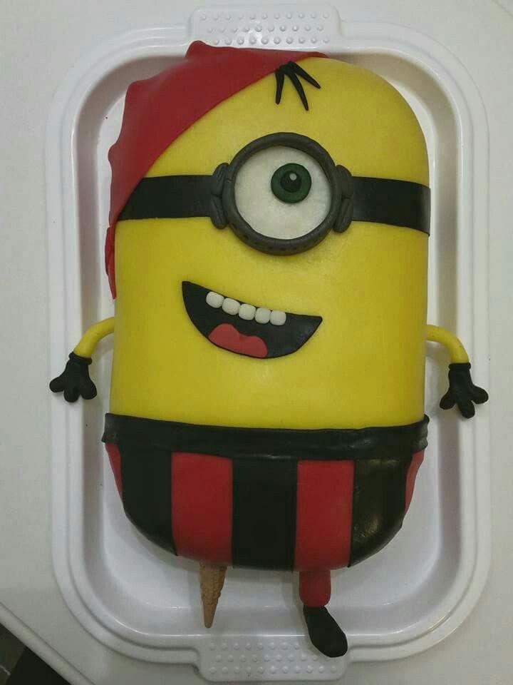 Minion pirate cake