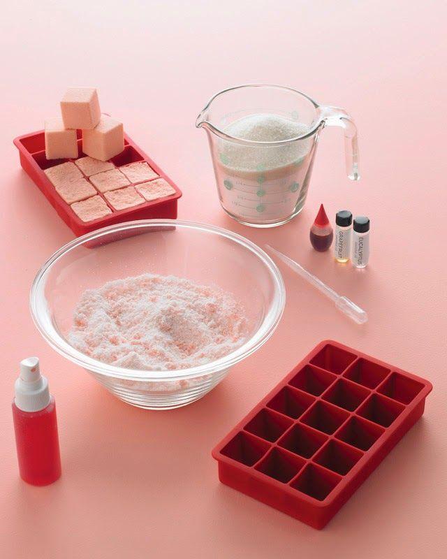 Buongiorno, oggi vi posto un'idea profumata per coccolarci un po': le bombe da bagno. Buttatene una o due nella vasca da bagno, la sera, ...