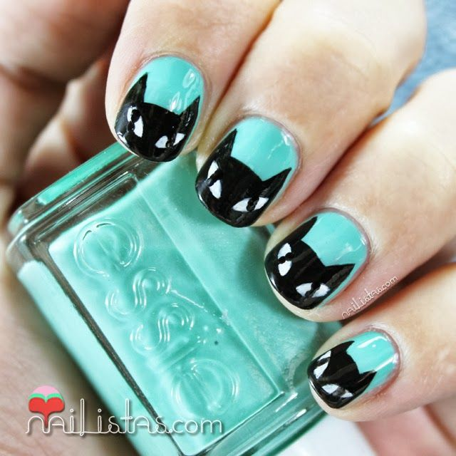 Black Cat Nails #Halloween #Nailart  Uñas decoradas con gato negro y esmalte verde menta