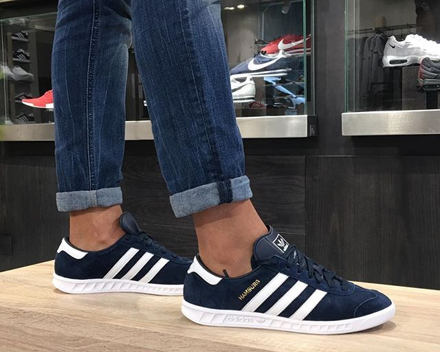 WEBSTA @ fom_vigo - En #fom_vigo ya tenemos nuestras nuevas Adidas hamburg. #adidas #hamburg #fom #footonmars #sneakers #vigo #moda #zapas #adidasoriginals #retro #fashion 👟👟🌕🌕
