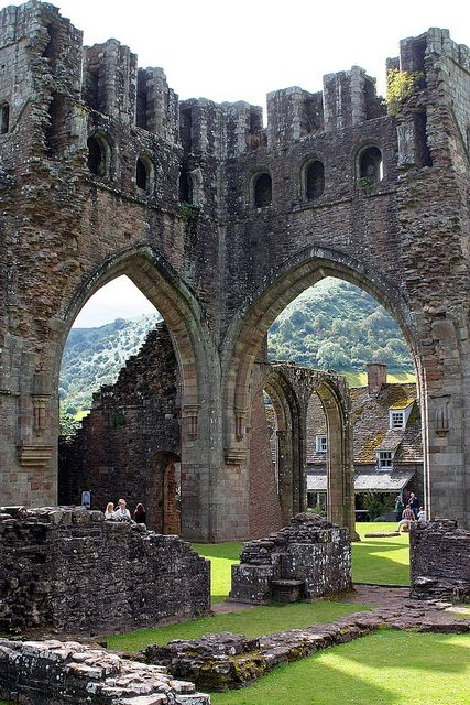 Llanthony Priory Ruins, former Augustinian priory in the Black Mountains area of the Brecon Beacons National Park in Monmouthshire, Southeast Wales.