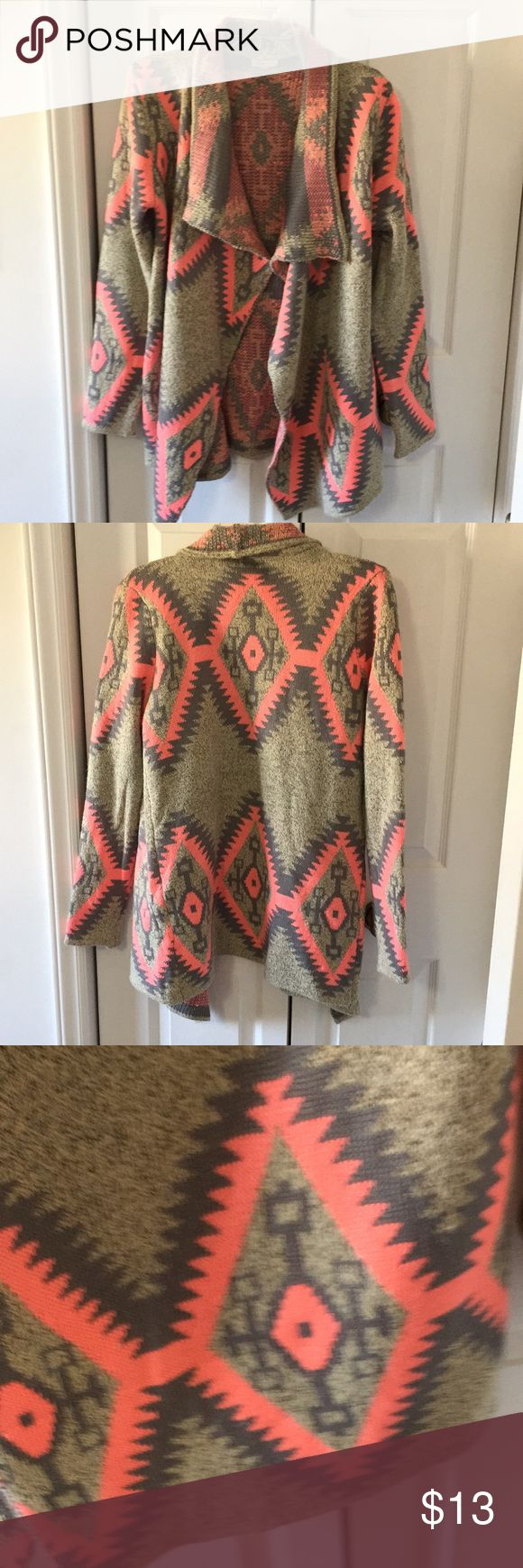 Debut tribal print sweater Super cute sweater with nice drape. Better for a medium. One small pull in back as well as several on collar as pictured. Great color! Thanks for looking! Debut Sweaters