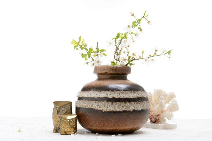 Jarrón de cerámica antiguo de la Alemania Occidental Fat lava referencia 284-15 de Brocantebcn en Etsy #Midcentury vase #Fat Lava vase #Ceramic vase #West German pottery# Gest German ceramic vases # brown pottery#Vintage ceramic vases
