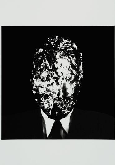Cuerpos de cristal. El Licenciado Vidriera, una alegoría de la fragilidad en el mundo barroco, por Alberto Ruiz de Samaniego   FronteraD (Jorge Molder, De la serie Desconhecemento imediato, 2005)