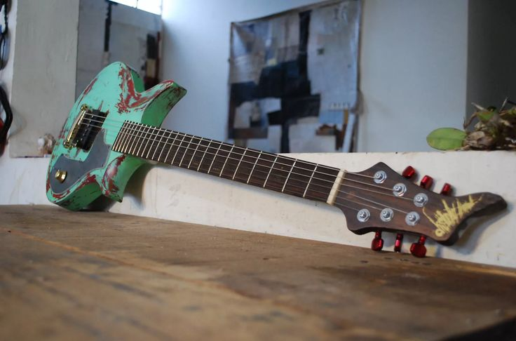Distorted Branch Guitars -MEXICO