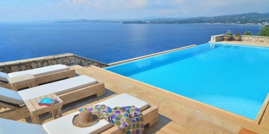Villa Domina – The Pergola & The Pool