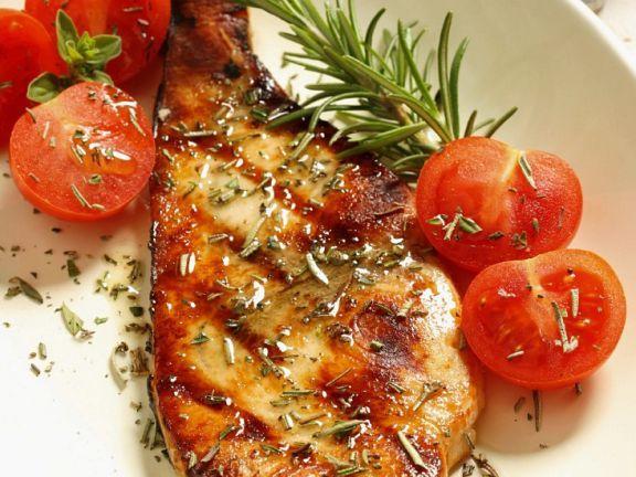 Gegrillter Schwertfisch mit Tomaten ist ein Rezept mit frischen Zutaten aus der Kategorie Fruchtgemüse. Probieren Sie dieses und weitere Rezepte von EAT SMARTER!