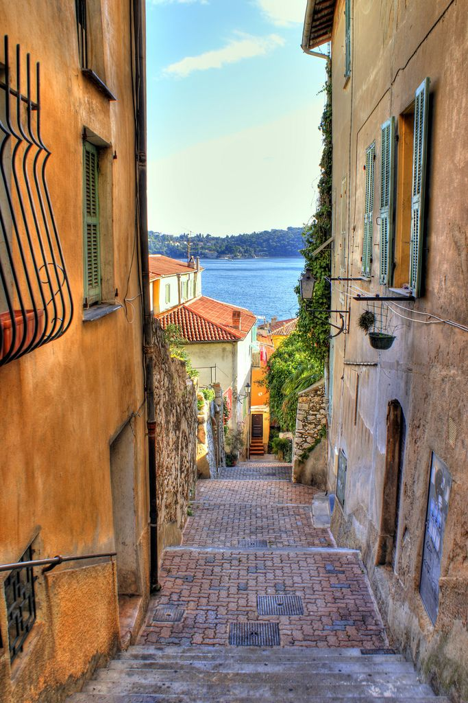 Villefranche Alleyway, Nice, Provence-Alpes-Cote d'Azur, France.  ASPEN CREEK TRAVEL - karen@aspencreektravel.com