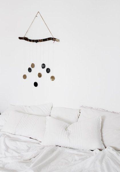 Schöne Wanddeko ist der Garant für Wohnlichkeit. Mit Fotos, Postern und anderem Wandschmuck wirkt ein Raum sofort persönlicher.