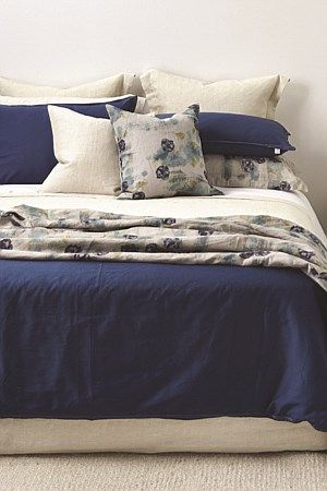 Thread Designs urban linen duvet with signature twin needle detail is a staple for any bed. A classic combination of natural linen and a block of colour. This duvet is a versatile base giving you flexibility to mix and match with patterns, plains and texture.