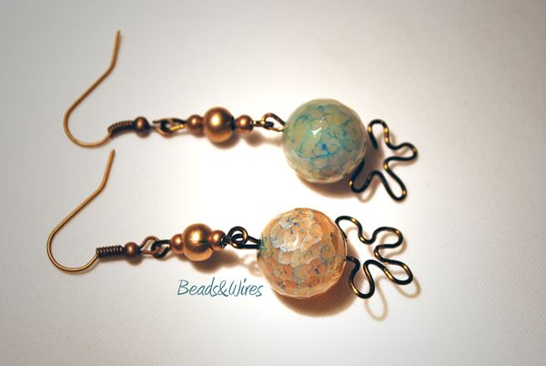 Orecchini e gioielli fatti a mano. Shop online e spedizione in tutto il mondo. Handmade creations, earrings and jewels.