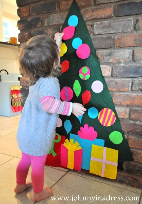 I love this!  A felt tree for little ones to decorate over and over!