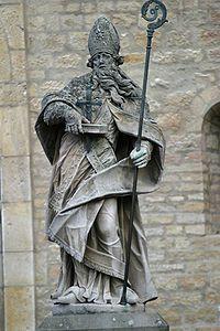 """Statue de Boniface (Mayence) PEPIN III 1)BIOGRAPHIE, 1.1 MAIRE DU PALAIS AVEC CARLOMAN 1.1.2 SOUTIEN A LA REFORME DE L'EGLISE, 1: Ils entament ensuite une réforme de l'église, avec l'aide de l'évêque BONIFACE DE MAYENCE; ce dernier estimait en effet que le clergé était devenu incapable et débauché: """"Il m'est arrivé de trouver parmi les gens qu'ils appellent diacres des individus plongés dans la débauche, l'adultère et toutes sortes d'ordures depuis l'adolescence."""