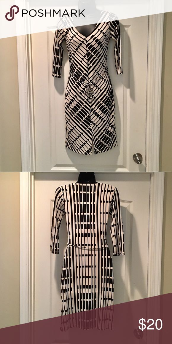 Black and cream dress Cute dress for work or going out. Size small by Charlotte Russe Charlotte Russe Dresses Midi