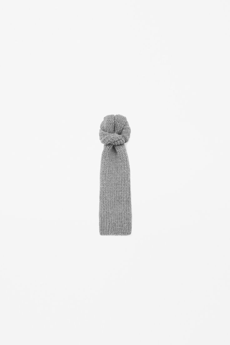 Chunky-knit wool scarf