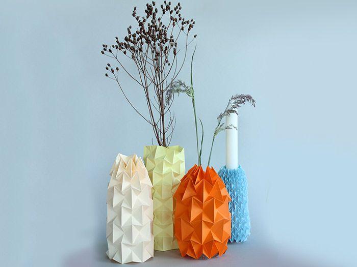 Origami is niet alleen maar dierfiguren vouwen. Perihan van de blog Ludorn ziet dat ook zo en vouwt met de te gekke origami-techniek een prachtige Magic Ball-vaas van papier.