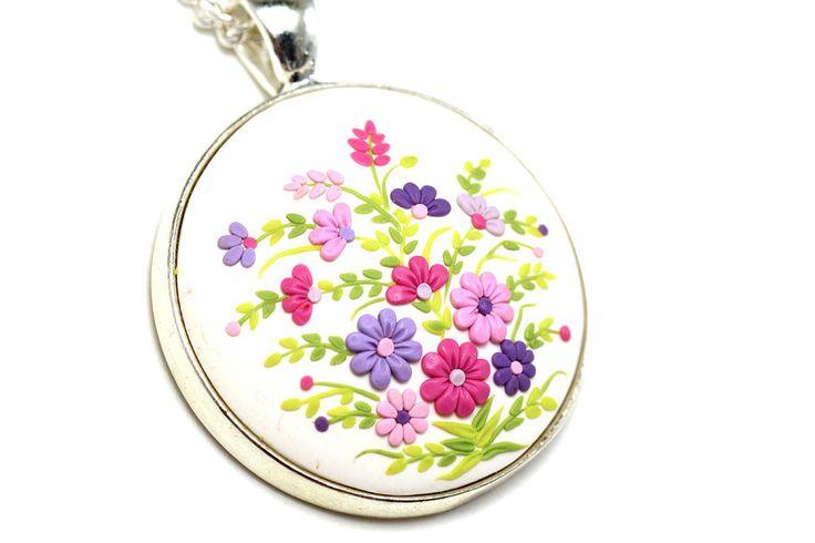 Купить Цветочный кулон, цветы из полимерной глины, белый, фуксия, розовый - разноцветный, розовые цветы