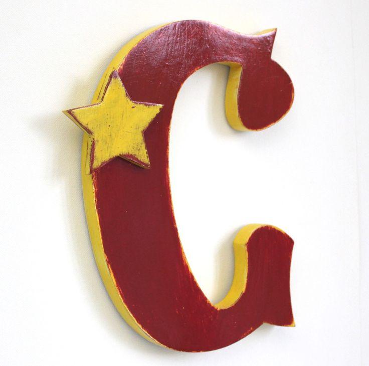 lettre en bois C cirque rouge et jaune , enseigne , chambre garçon , décorati