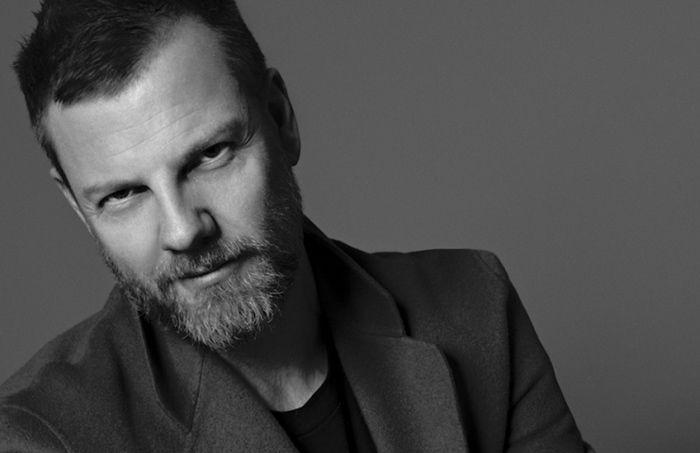 """NOMINERAD TILL ÅRETS DESIGNER 2015  Acne Studios Jonny Johansson  """"Jonny Johansson och Acne Studios går från klarhet till klarhet med en imponerad känsla för nuet och ständiga överraskningar i sin design. Med en viljestark kaxighet erövrar de världen."""""""