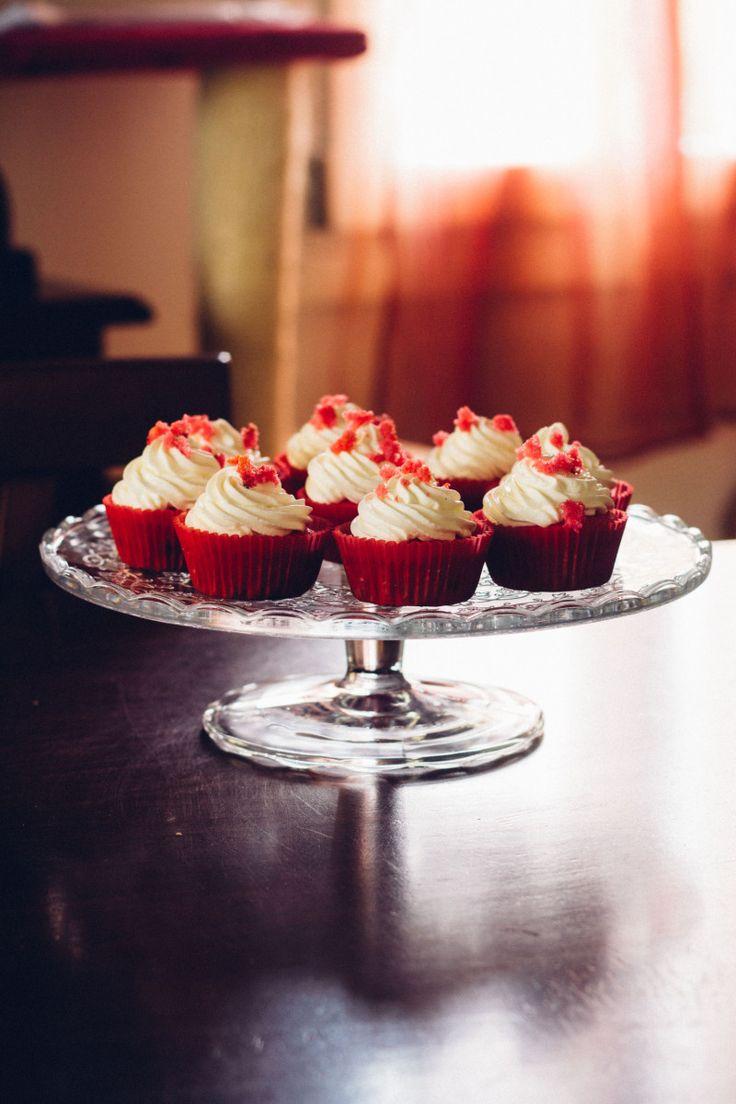 Era da un po' che non facevo cupcake e ho colto al volo la possibilità di farne un po' per la cena di stasera a casa dei miei. Non ho mai fatto i red velvet ma ne avevo una voglia matta…