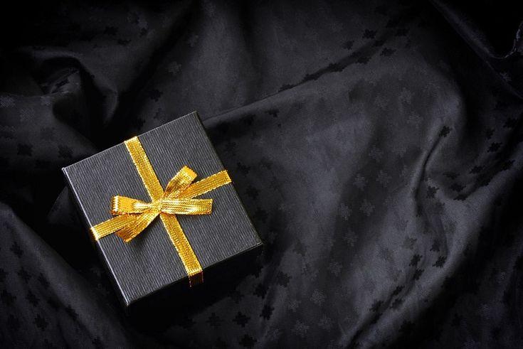 Wielkimi krokami zbliża się okres świąteczny a to oznacza czas obdarowywania się. W tym roku chcesz postawić na naprawdę wyjątkowe prezenty ?  >>> Podpowiadamy jak to zrobić i jakie upominki będą najlepszym wyborem .  Zobacz: http://feszyn.com/prezenty-wyzszej-polki-podarunki-klasa/  #prezenty #święta