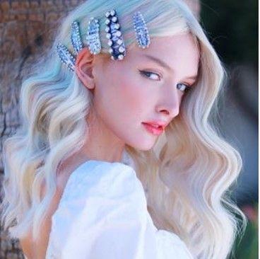 Modische Frisuren für Frauen ab 50 und Haarfarben, die jünger machen | Einfach…