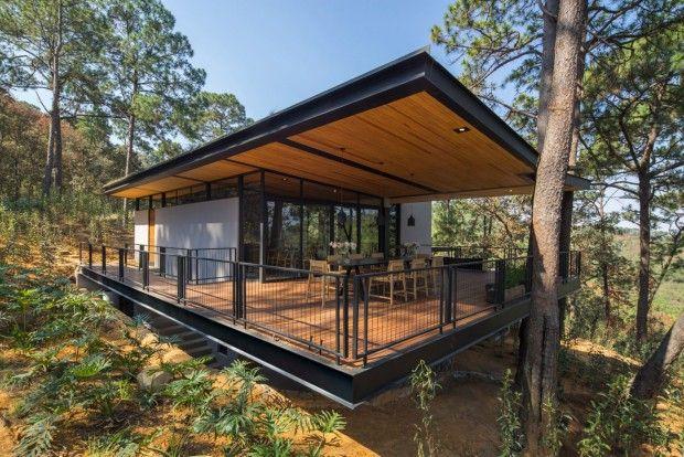 Cette maison nommée «Irekua Anatani» signifiant«maison de famille sous les arbres» est située dans une région montagneuse du Mexique. Cette habitation,