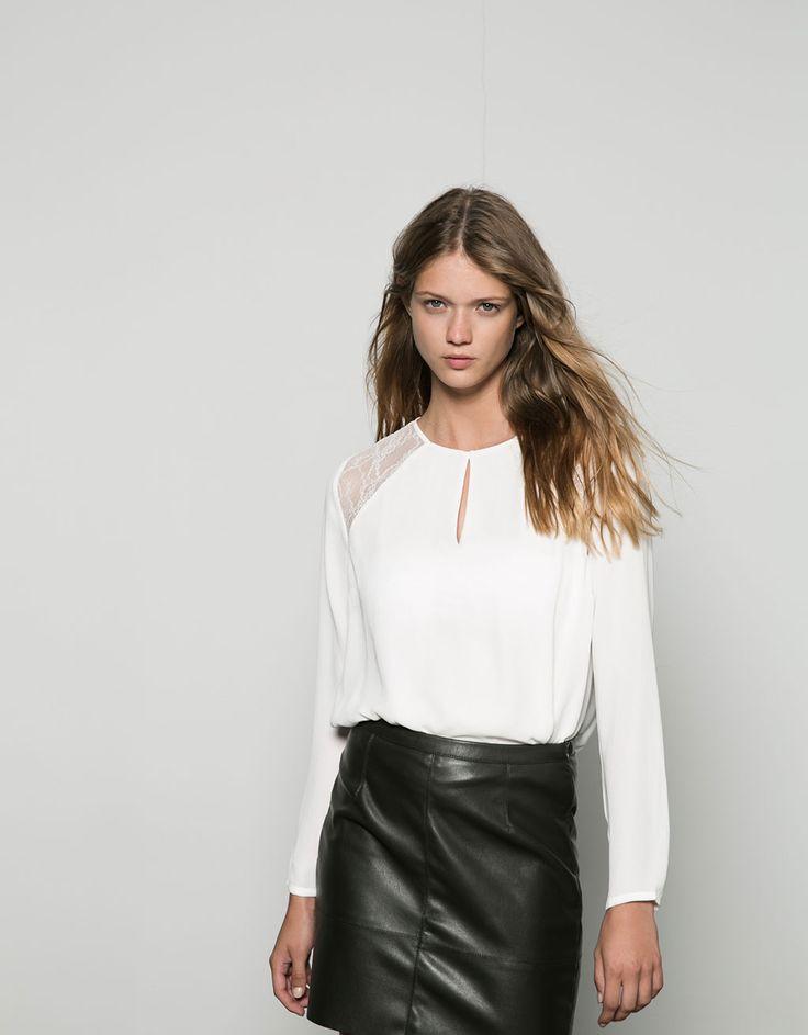 Basic blouse Bershka met kant en open hals - Overhemden & blouses - Bershka Netherlands